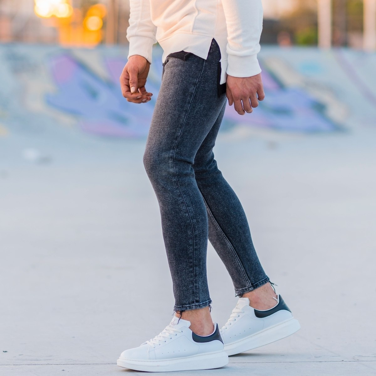 Men's Distorted Leg Jeans...