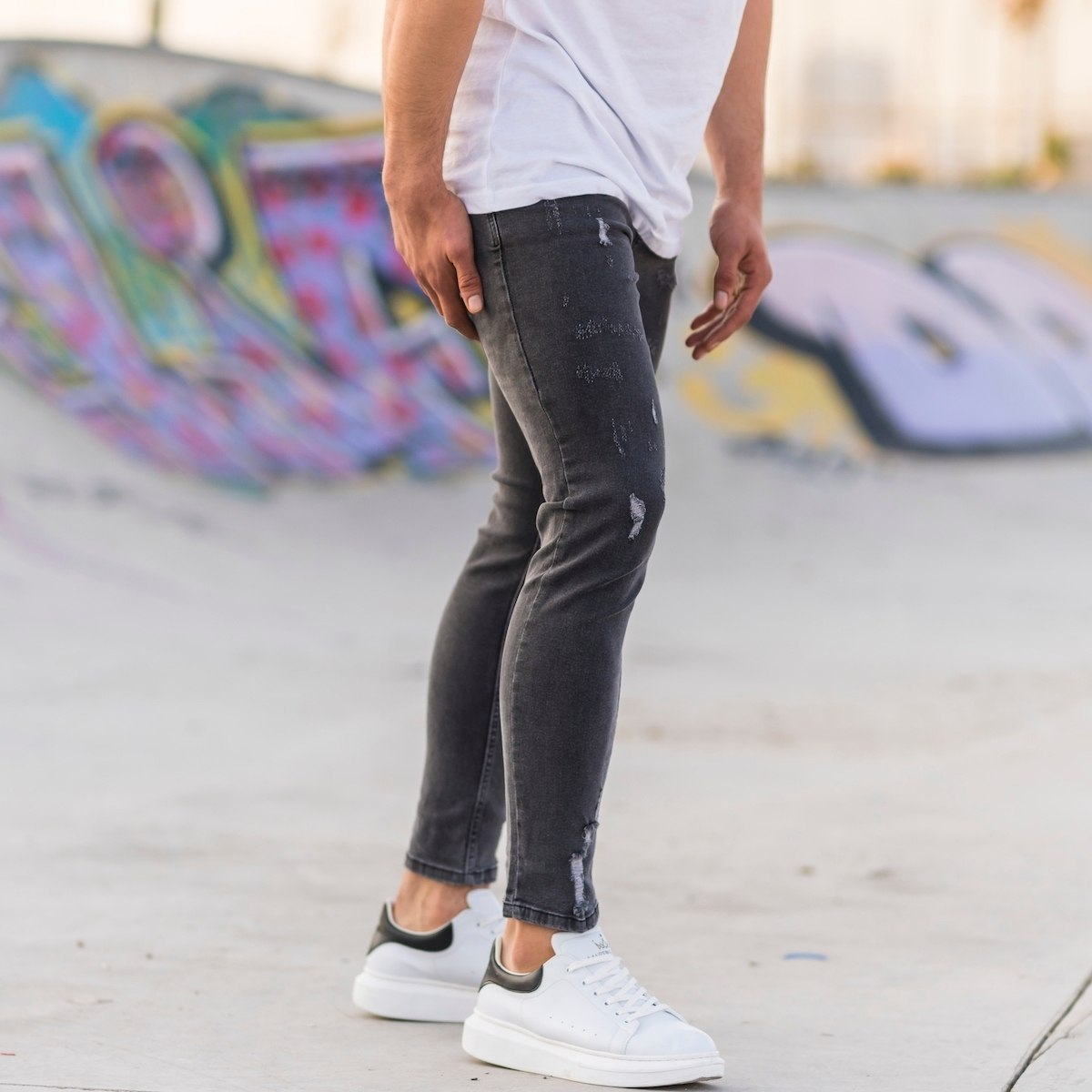 Men's Distorted Jeans In...