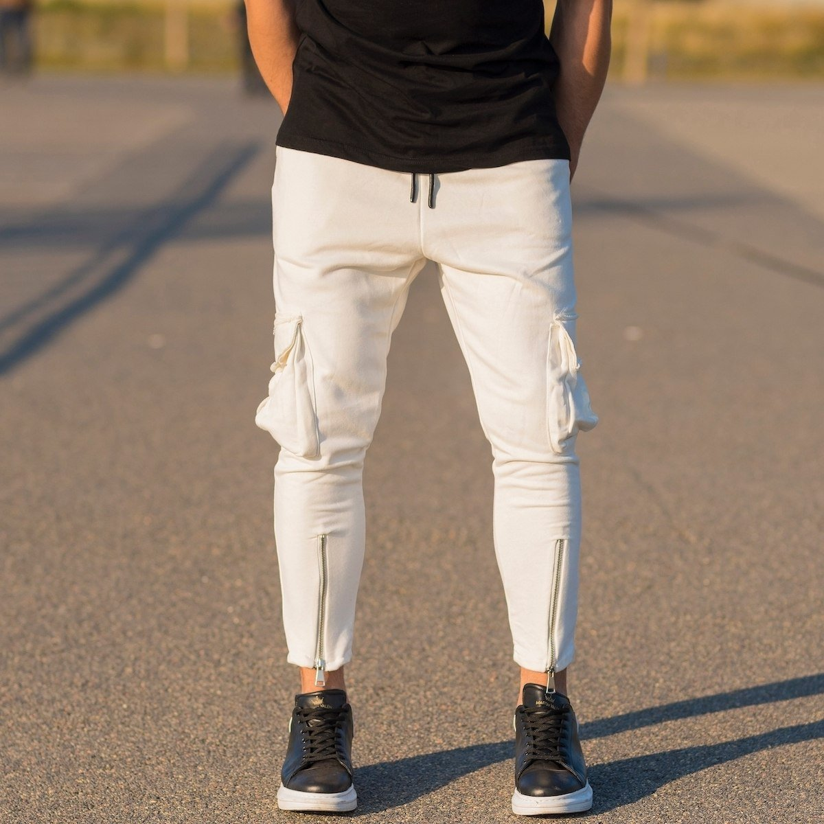 Men's Cargo Joggers With Zipper Details In White