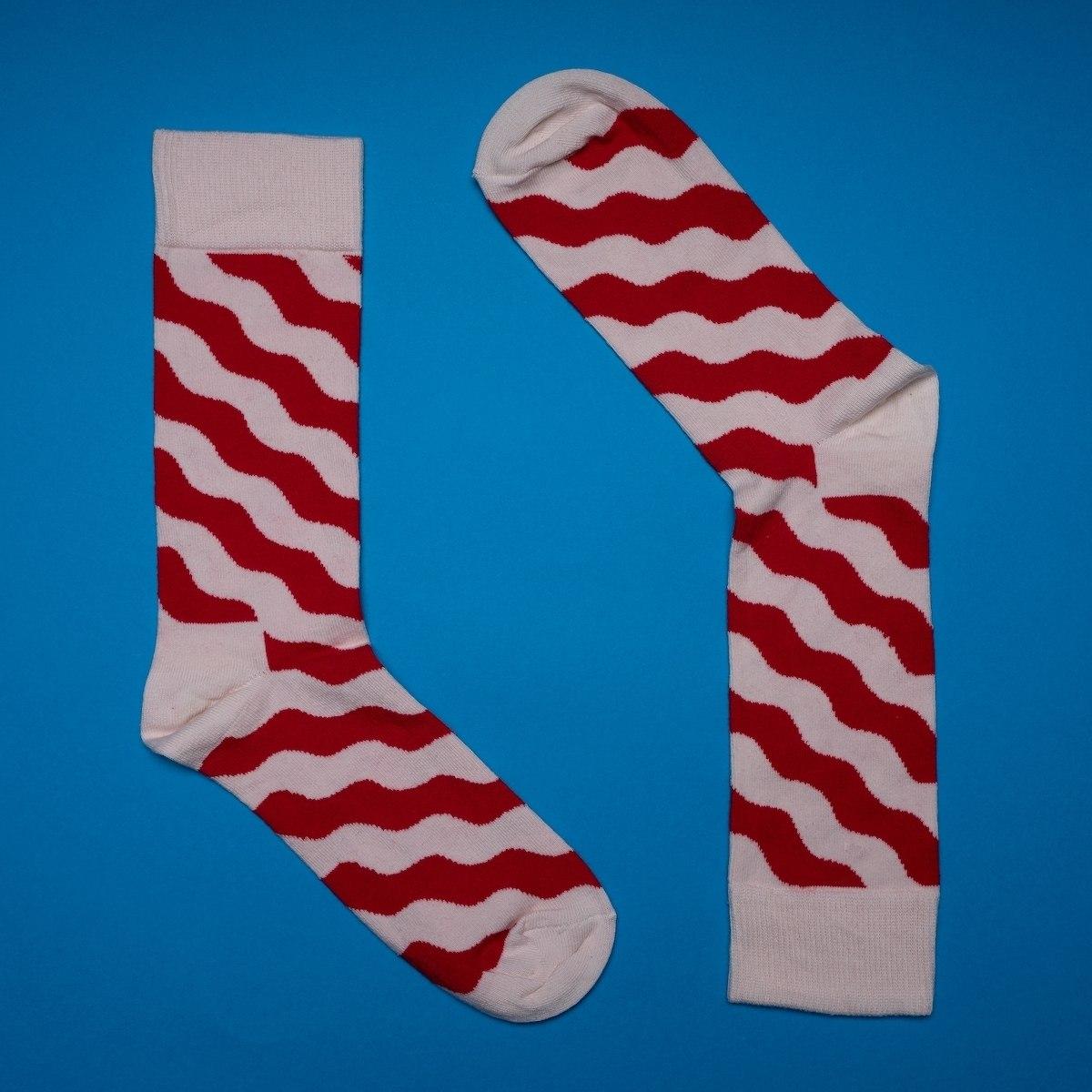 Men's Wavy Socks In Red - White