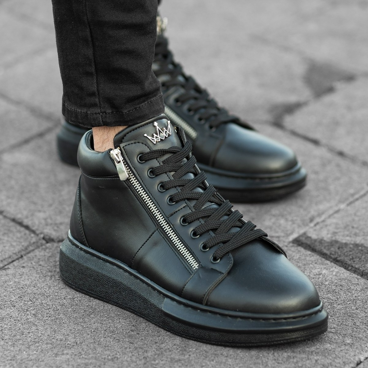 Hype Sole Zipped Style High Top Sneakers in Full Black
