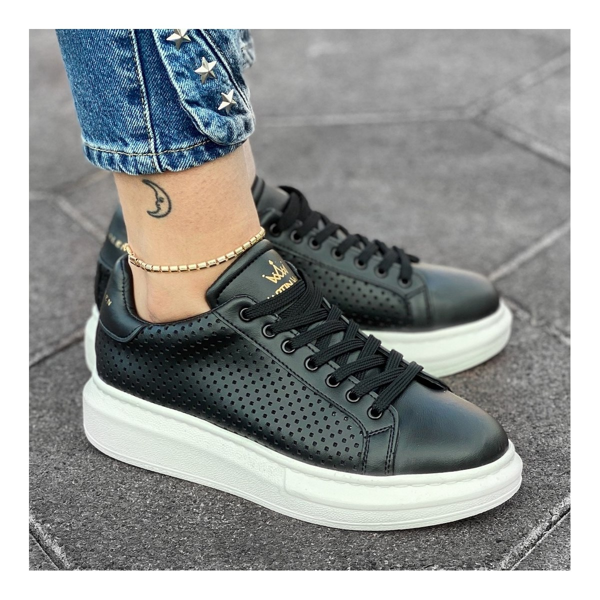 Woman Mega Side-Mesh Sneakers in Black-White
