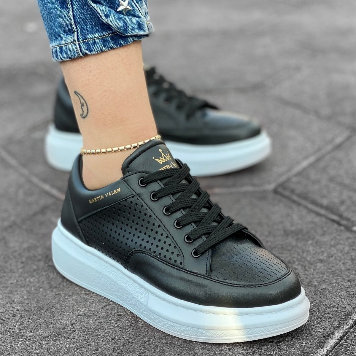 Women's Mega Full Mesh Sneakers in Black-White