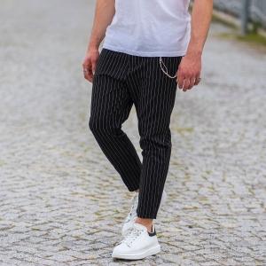 Stein Schwarzer Hose Mit Weissen Streifen Und Kette