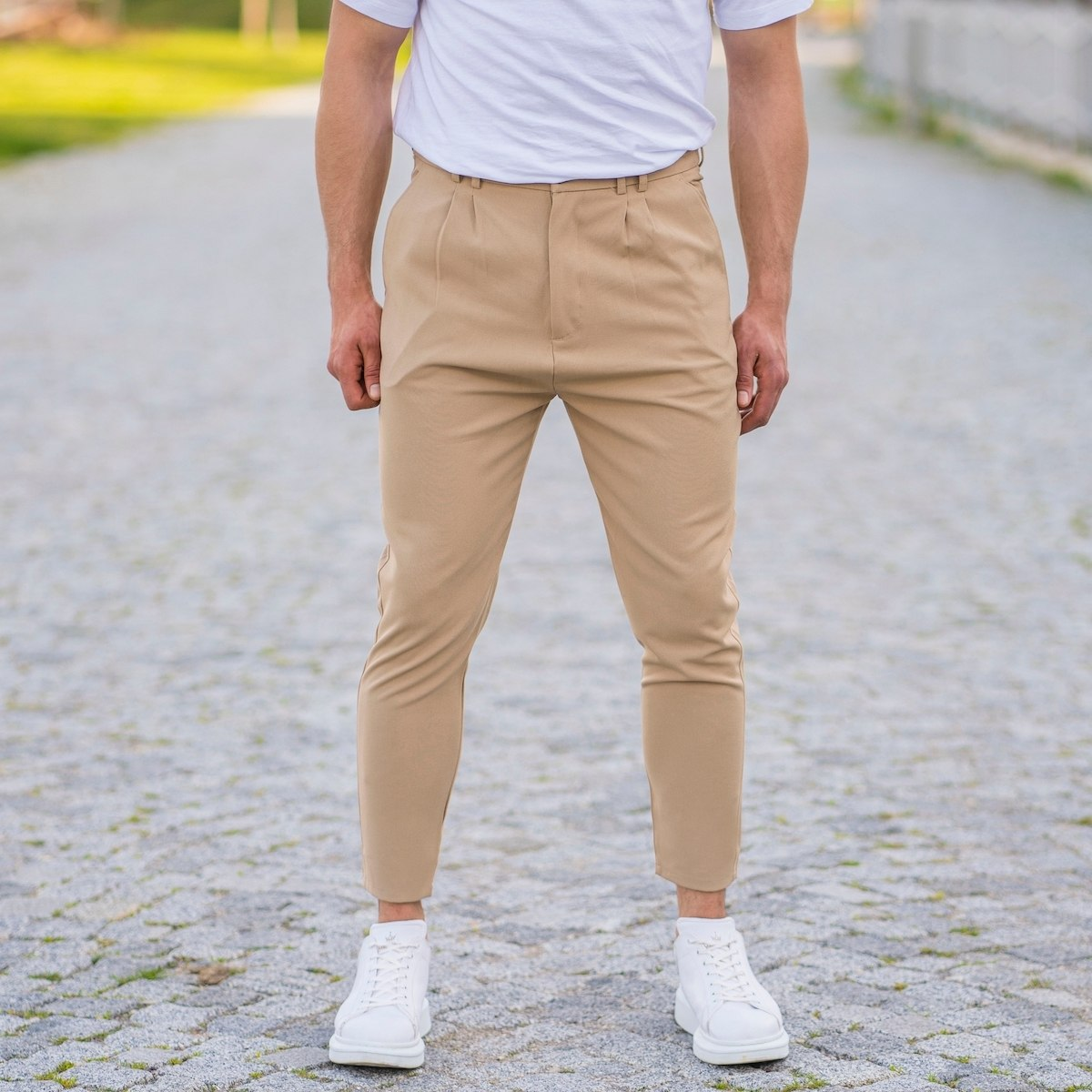 Cream Casual Slim-Fit Trousers with Chain