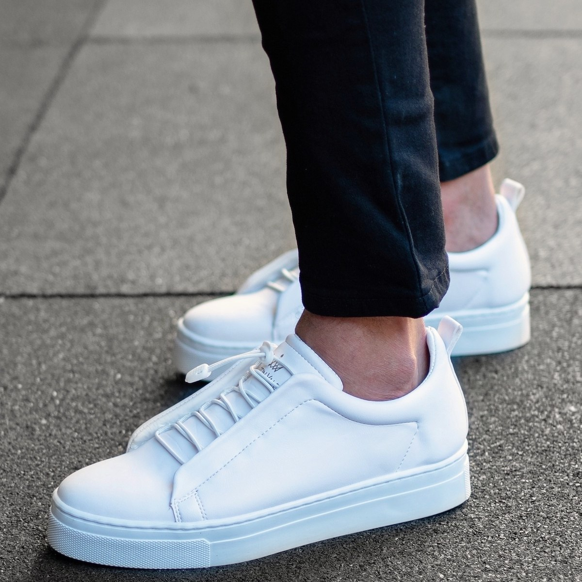 MV Dominant Sneakers in White