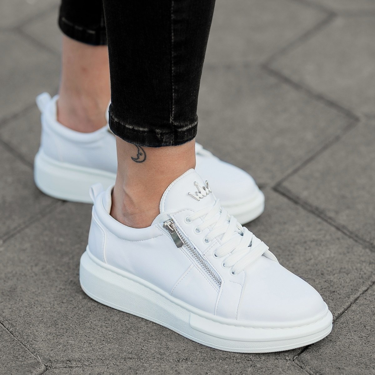 Women's Hype Sole Zipped Style Sneakers in White
