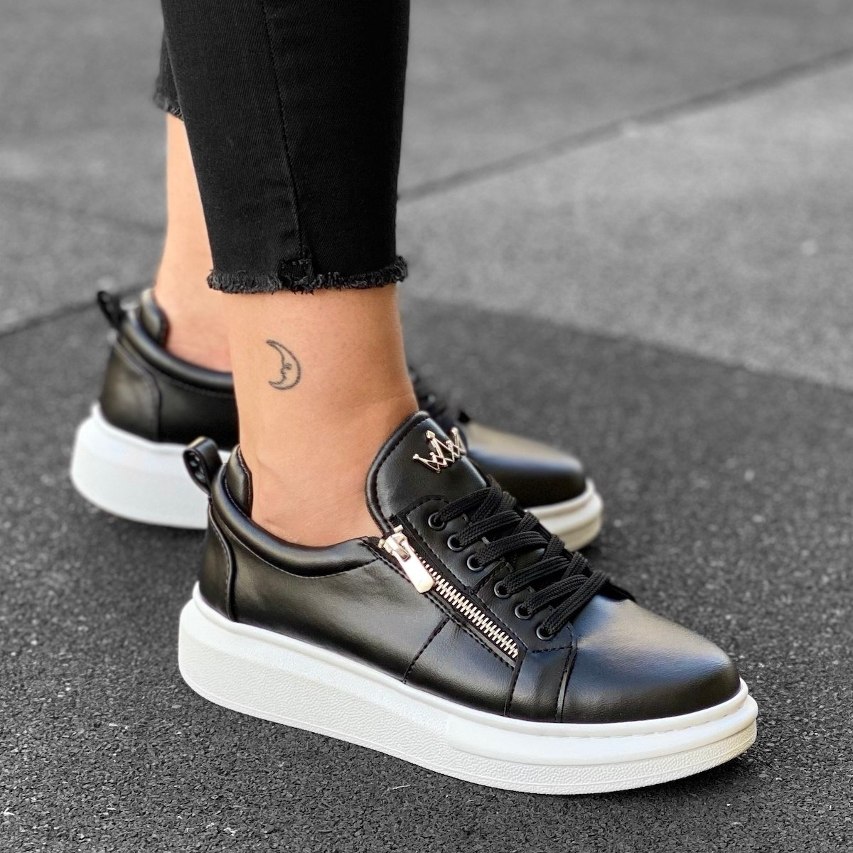 Woman's Hype Sole Zipped Style Sneakers in Black-White