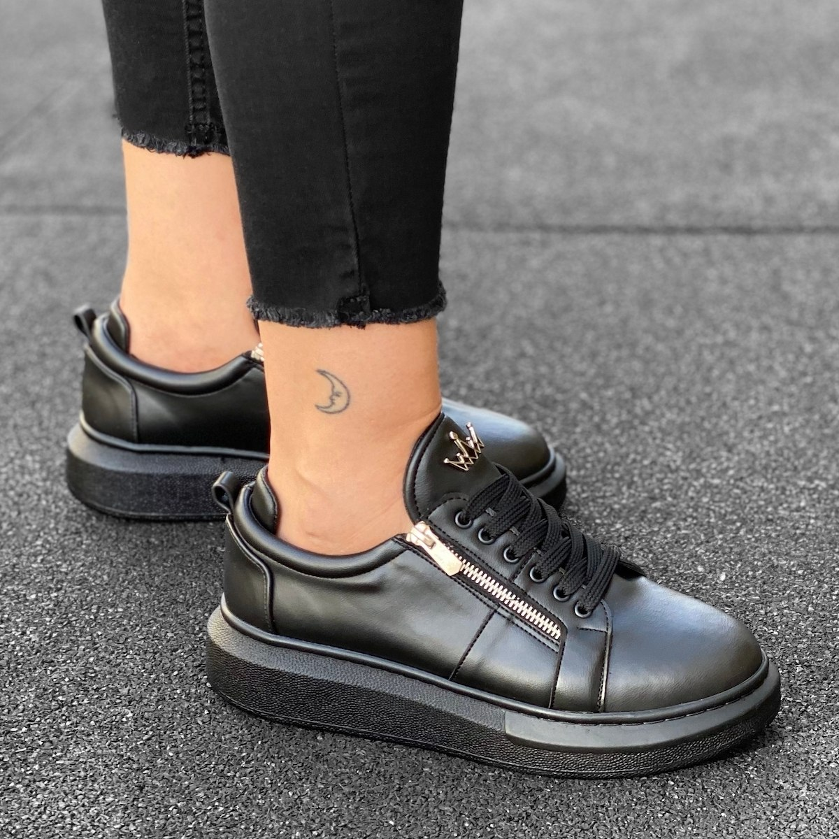 Woman Hype Sole Zipped Style Sneakers in Black