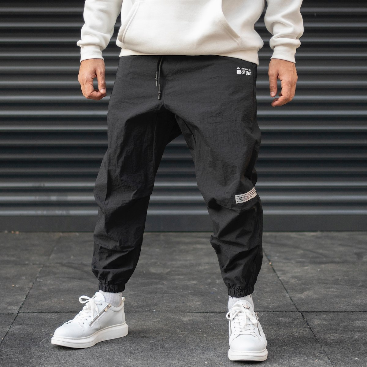 Men's Oversize Text Detailed Parachute Textured Jogger With Elastic Hem In Black