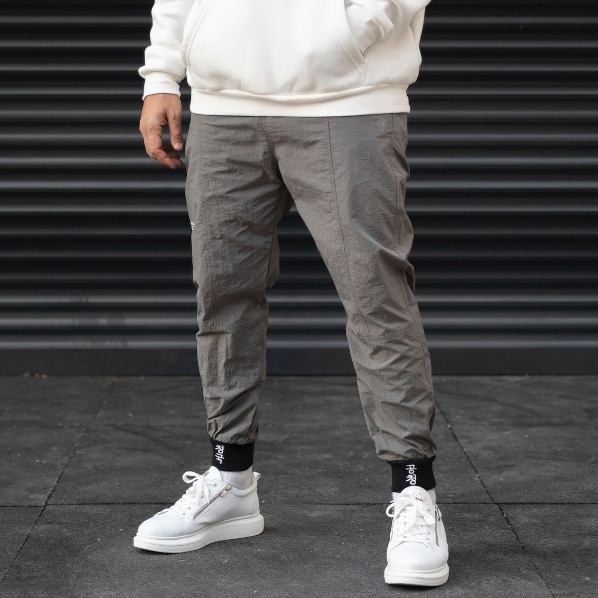 Men's Oversize Parachute Textured Text Detailed Jogger With Embroidered Hem In Gray