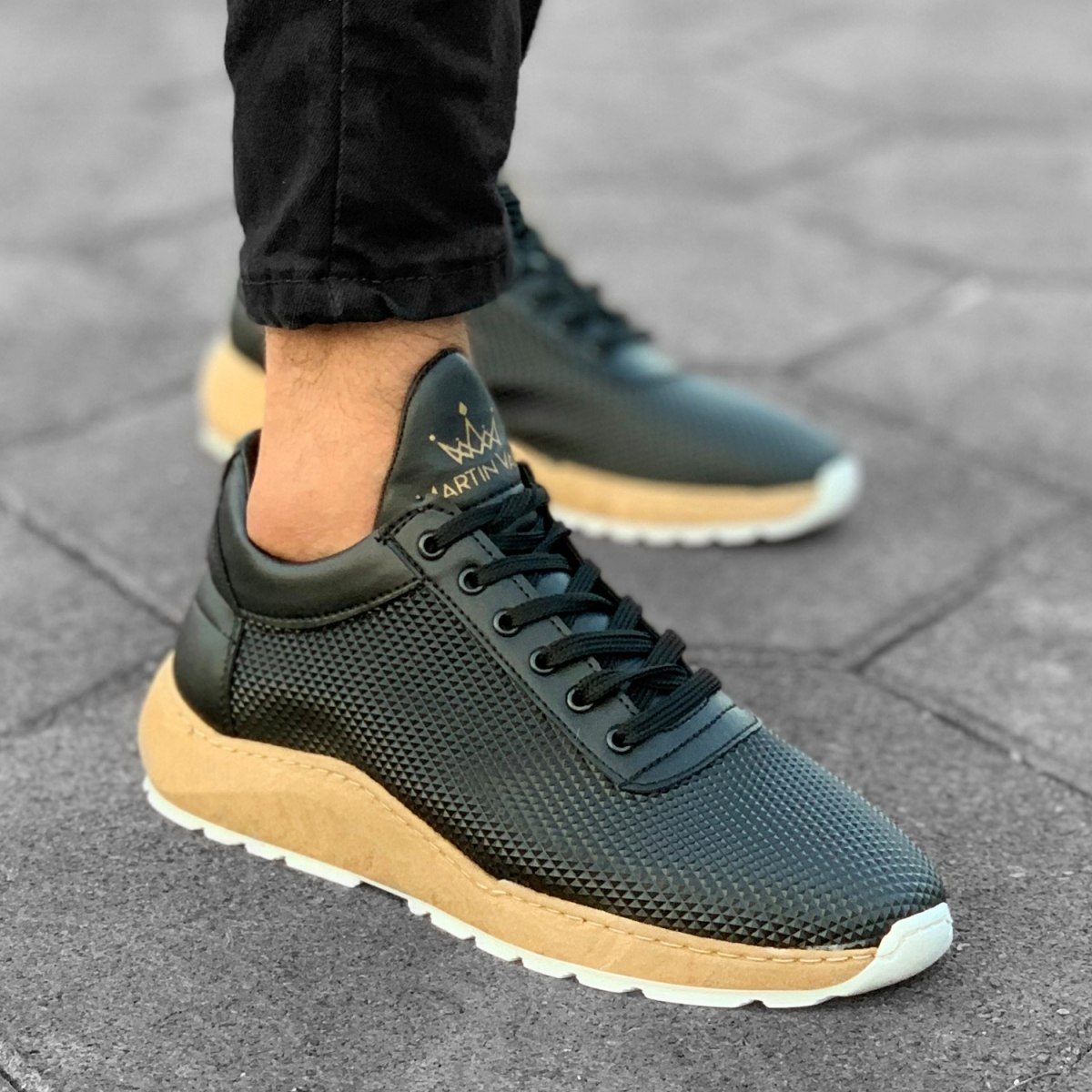 Mountain Sole in Black-Beige