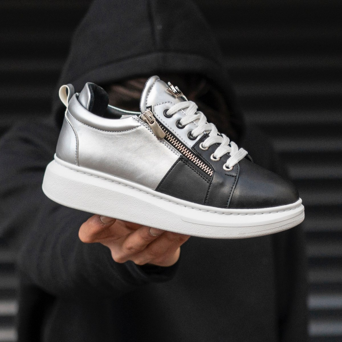 Woman Hype Sole Zipped Style Sneakers In Silver-Black