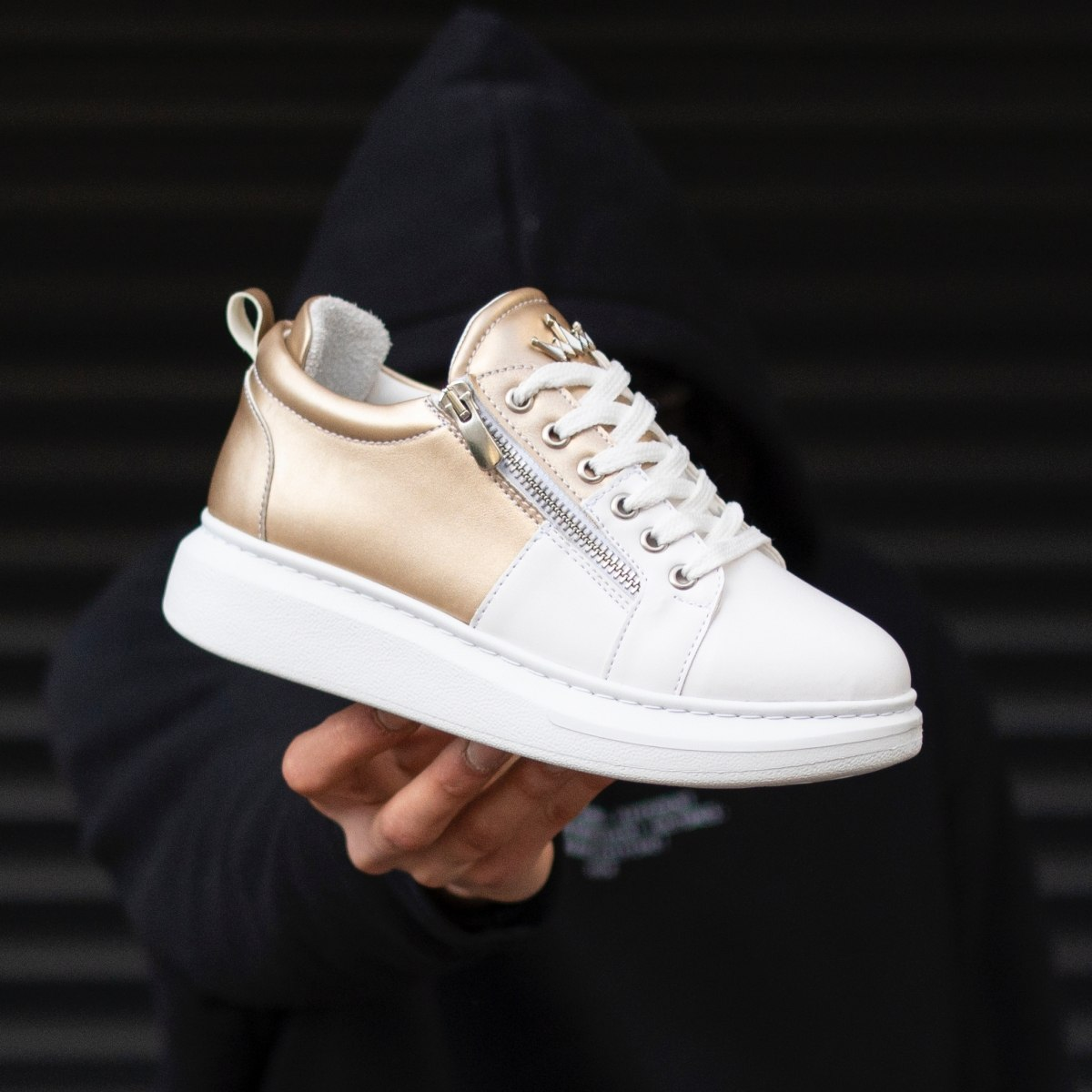 Woman Hype Sole Zipped Style Sneakers In Gold-White