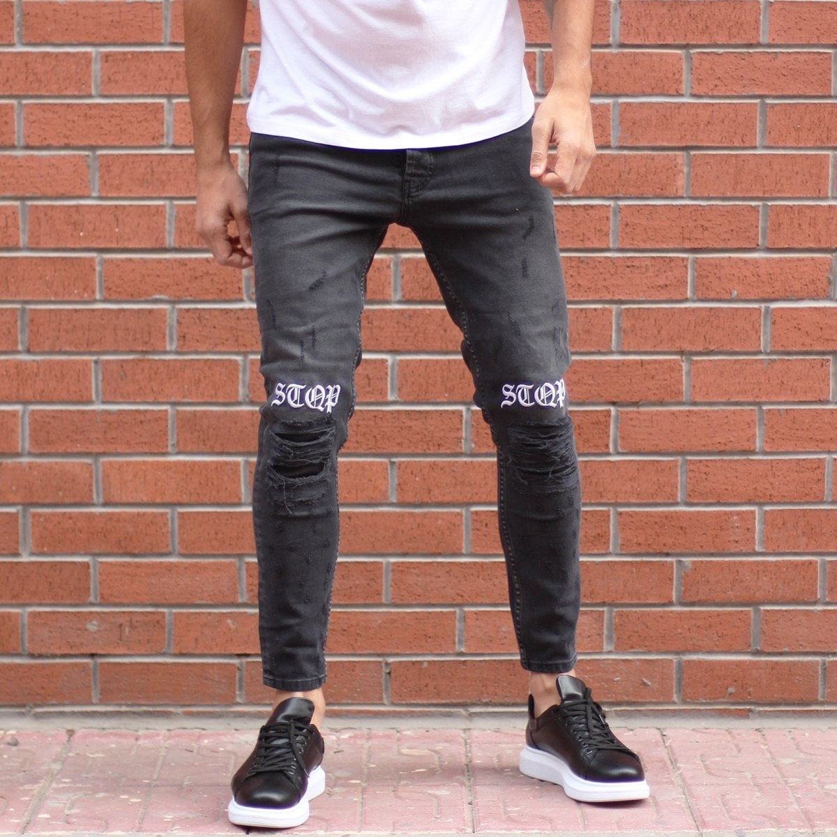 Slim-Fit Graffiti Jeans in...