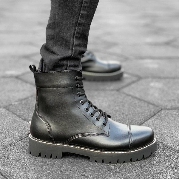 Boots im Miliary-Look in...