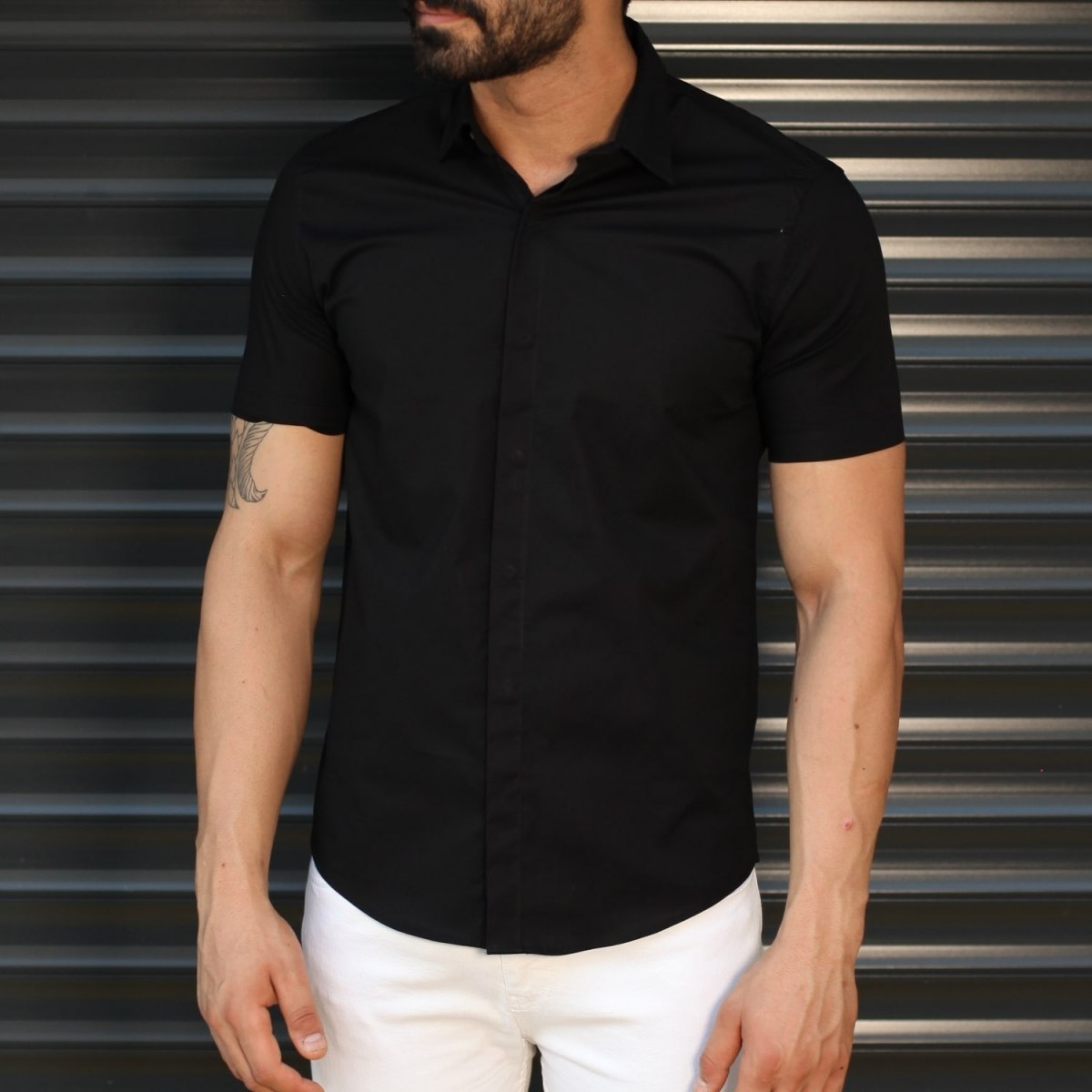 Men's Hidden Button Short Sleeve Muscle Fit Shirt In Black