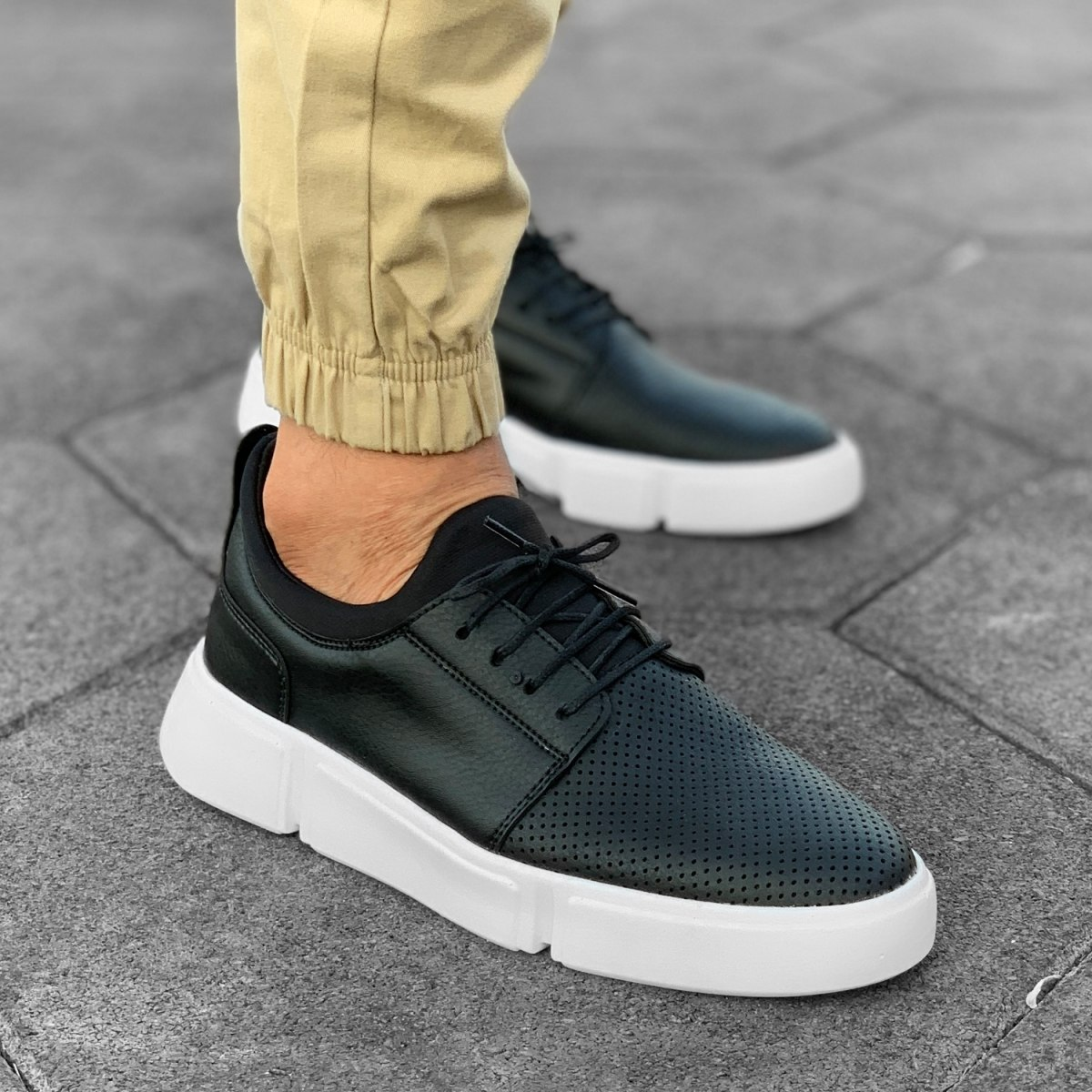 Casual Street Sneakers in Black-White
