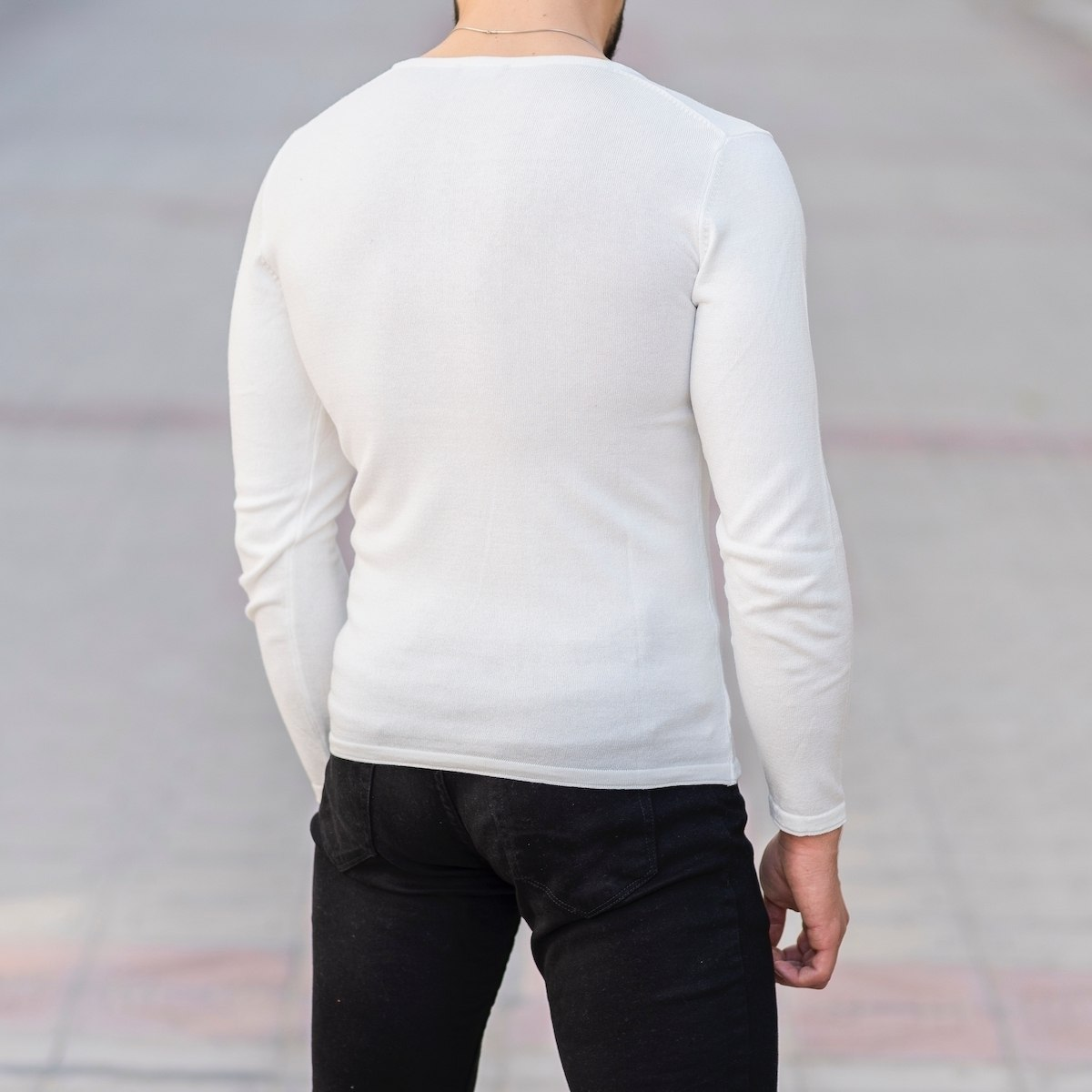 Slim-Fitting Classic Round-Neck Sweater in White Mv Premium Brand - 5